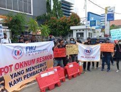 Mengecam Pengusiran Wartawan FWJ Indonesia oleh Oknum Resmob, Markas Polres Kota Depok di Demo