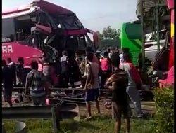 Inalillahi, Bus Rombongan Ziarah Banten Lama Tabrakan Beruntun di Tol Tangerang-Merak