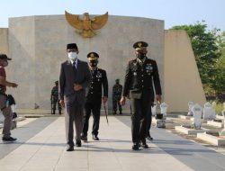 Kapolres Magetan Hadir Pada Upacara Ziarah HUT TNI Ke-76 di TMP Yudhonagoro Magetan