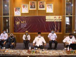 Bupati Lampung Utara H. Budi Utomo, S.E., M.M., Saksikan Penerimaan Penghargaan APE Secara Daring