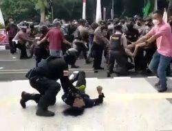 Banting Mahasiswa Hingga Pingsan, Oknum Polisi di Tangerang Sepantasnya Di-PTDH